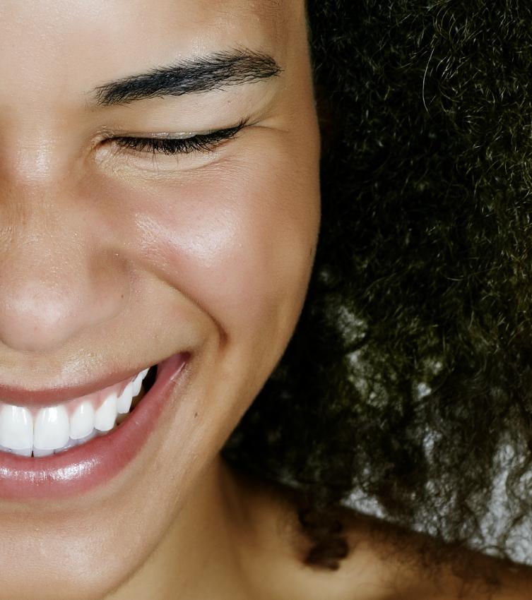 Pores dilatés et brillance du visage, comment purifier ma peau ?